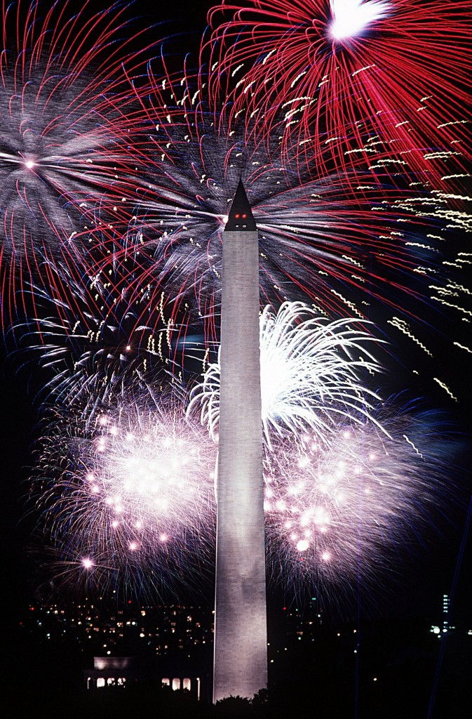Fourth_of_July_fireworks_behind_the_Washington_Monument,_1986